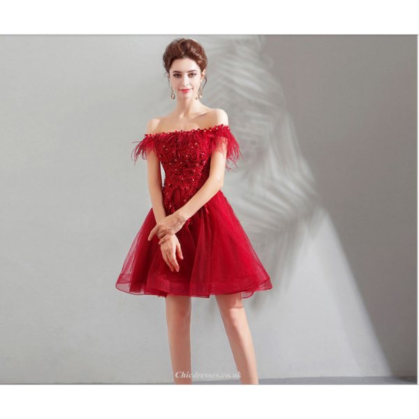 Short/Mini Little A-line Red Tulle Party Dress Off The Shoulder Lace-up Modern Feather Collar Cocktail Dress With Sequines New Arrival