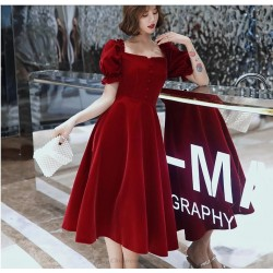 A Line Medium Length Burgungy Evening Dress Fashionable And Chic Neckline Invisible Zipper Short Sleeves Prom Dress With Buttons