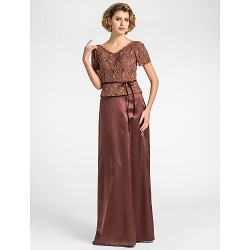 Sheath/Column Plus Sizes / Petite Mother of the Bride Dress - Chocolate Floor-length Short Sleeve Lace / Stretch Satin