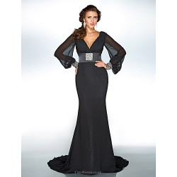 Formal Evening / Military Ball Dress - Black Plus Sizes / Petite Trumpet/Mermaid V-neck Sweep/Brush Train Chiffon