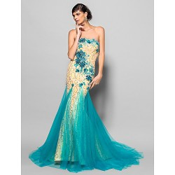 Formal Evening Dress - Daffodil Plus Sizes / Petite Trumpet/Mermaid Scalloped Chapel Train Lace