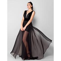 Formal Evening Dress - Black Plus Sizes / Petite A-line V-neck Sweep/Brush Train Chiffon / Velvet