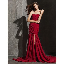 Formal Evening Dress Burgundy Plus Sizes Petite Fit & Flare Strapless Sweetheart Court Train Chiffon
